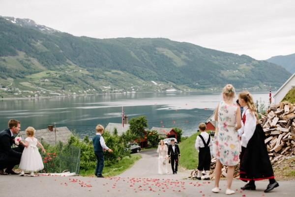 Traditional-Barn-Wedding-in-Norway-Damien-Milan-Photography--15