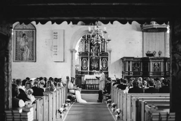 Traditional-Barn-Wedding-in-Norway-Damien-Milan-Photography--3