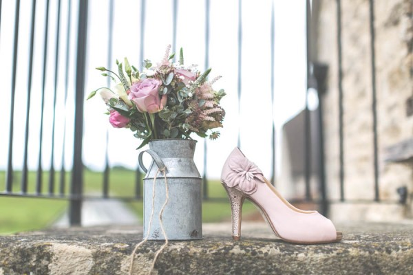 Vintage-Gloucestershire-Wedding-at-Kingscote-Barn-Rachel-Lambert-Photography-0015