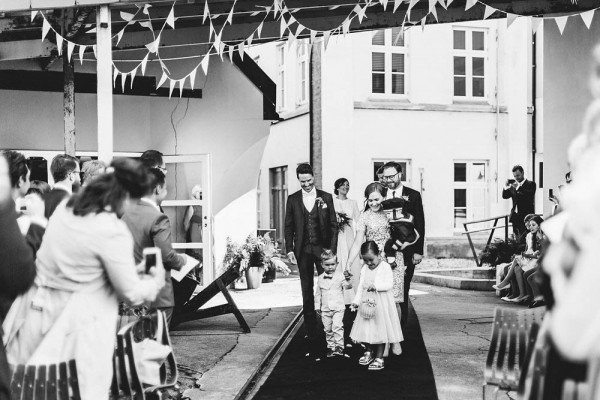 Black-and-White-Nordic-Wedding-at-Devold-Fabrikken (16 of 35)