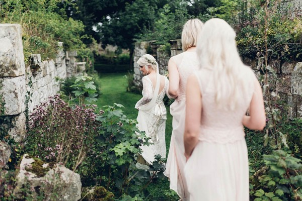 Boho-Yorkshire-Wedding-at-Jervaulx-Abbey-Miss-Gen-Photography-014