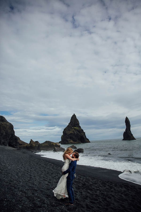 Boldly-Romantic-Icelandic-Elopement-in-the-Fjaorargljufur-Canyon-Nicole-Ashley-Photography-13