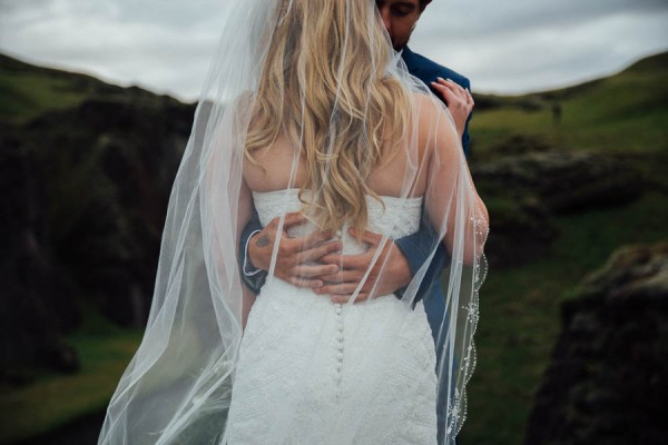 Boldly-Romantic-Icelandic-Elopement-in-the-Fjaorargljufur-Canyon-Nicole-Ashley-Photography-16