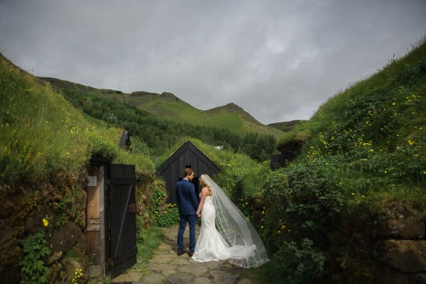Boldly-Romantic-Icelandic-Elopement-in-the-Fjaorargljufur-Canyon-Nicole-Ashley-Photography-2