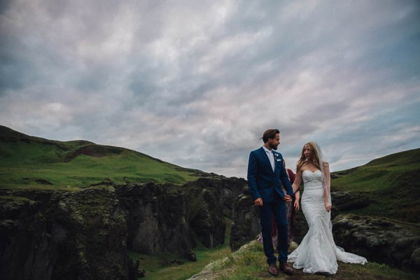 Boldly-Romantic-Icelandic-Elopement-in-the-Fjaorargljufur-Canyon-Nicole-Ashley-Photography-26