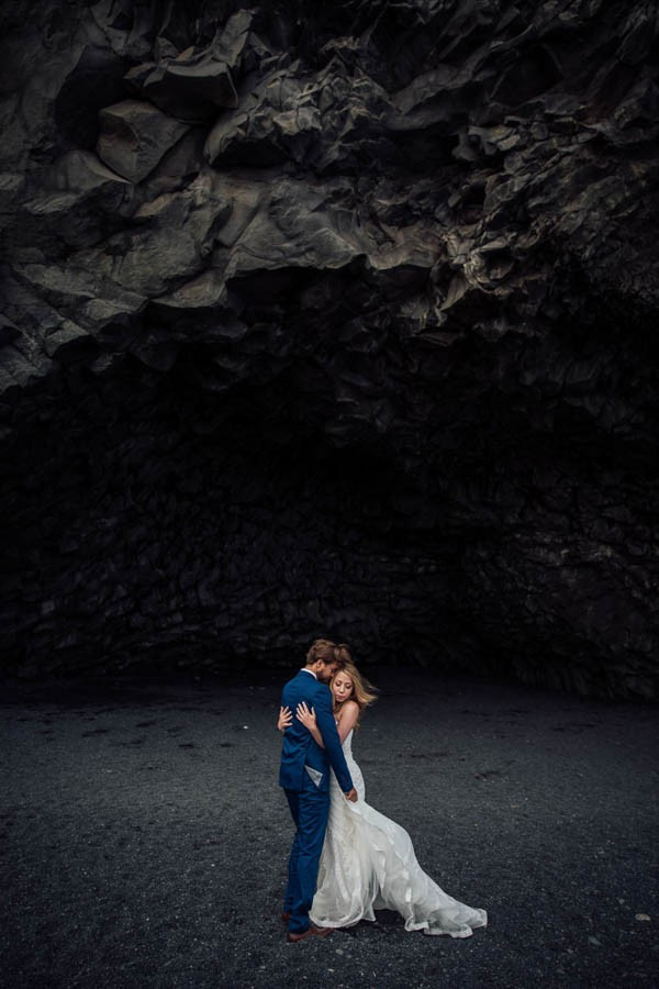 Boldly-Romantic-Icelandic-Elopement-in-the-Fjaorargljufur-Canyon-Nicole-Ashley-Photography-8