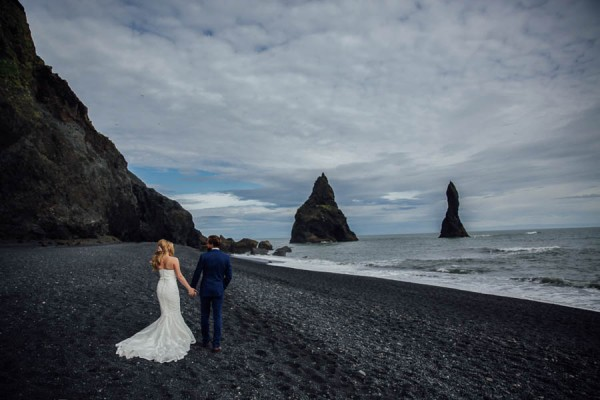 Boldly-Romantic-Icelandic-Elopement-in-the-Fjaorargljufur-Canyon-Nicole-Ashley-Photography-9