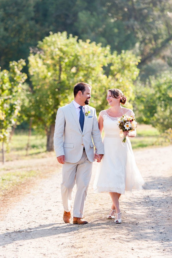Country chic wedding at philo apple farm junebug weddings - Binnenkant country chic ...