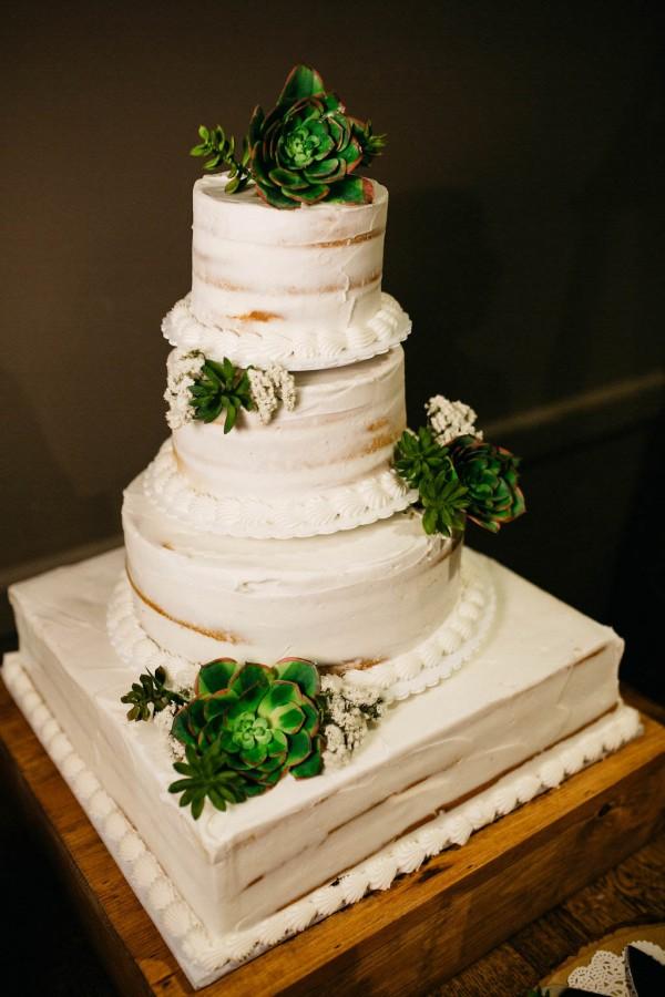 Free-Spirited-Ohio-Wedding-at-Ohio-Memorial-Chapel (30 of 31)