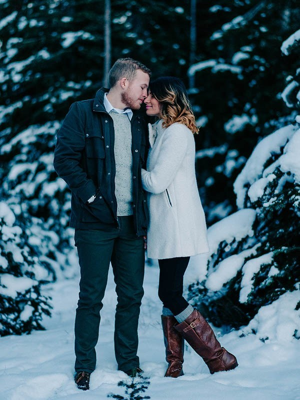 what to wear for cold weather engagement photos