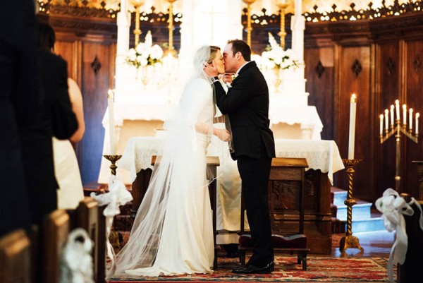Sophisticated-Michigan-Wedding-at-the-Grosse-Pointe-War-Memorial-Julie-Pepin-Photography-23