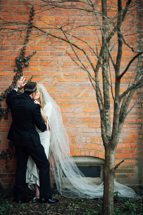 Sophisticated-Michigan-Wedding-at-the-Grosse-Pointe-War-Memorial-Julie-Pepin-Photography-29