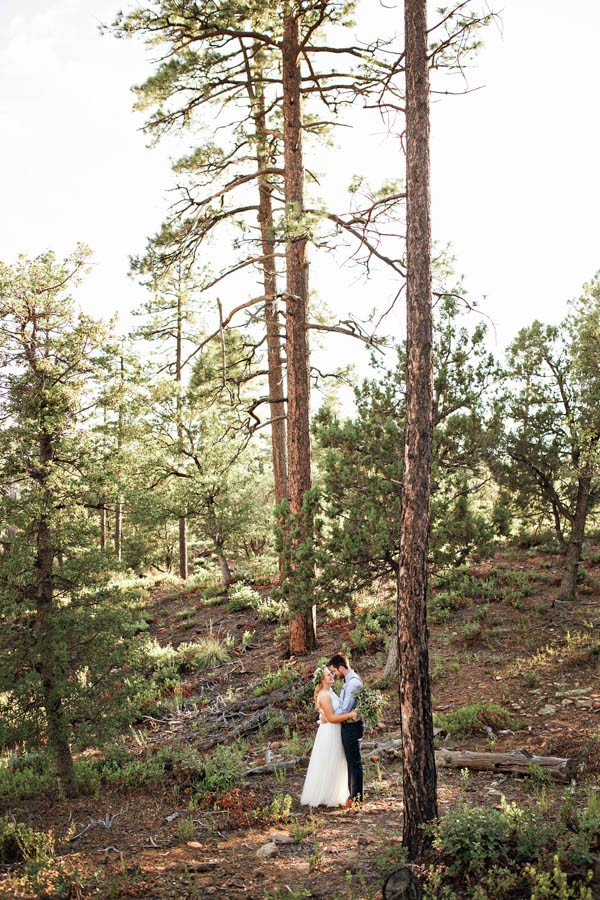 Woodland-Bohemian-Wedding-at-the-Cabins-at-Strawberry-Hill-Amilia-Photography-22
