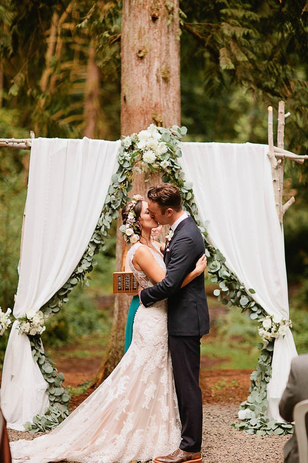 Earthy-Oregon-Wedding-at-Hornings-Hideout-Nakalan-McKay-10