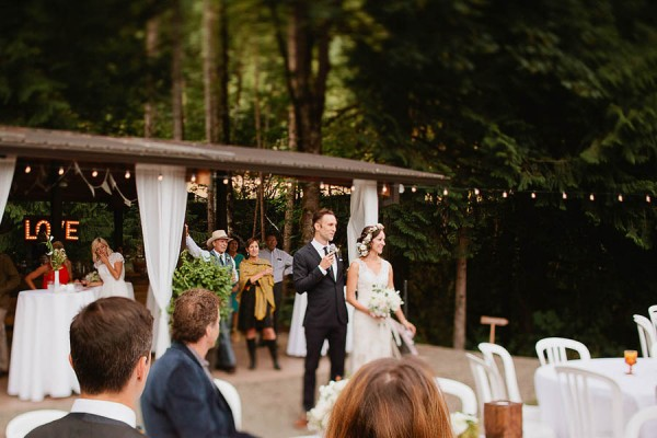 Earthy-Oregon-Wedding-at-Hornings-Hideout-Nakalan-McKay-17