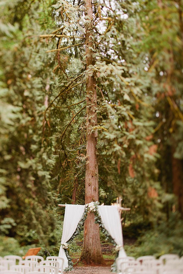 Earthy-Oregon-Wedding-at-Hornings-Hideout-Nakalan-McKay-2