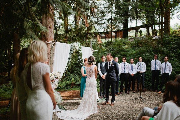 Earthy-Oregon-Wedding-at-Hornings-Hideout-Nakalan-McKay-25