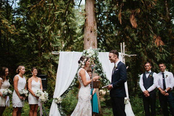 Earthy-Oregon-Wedding-at-Hornings-Hideout-Nakalan-McKay-26