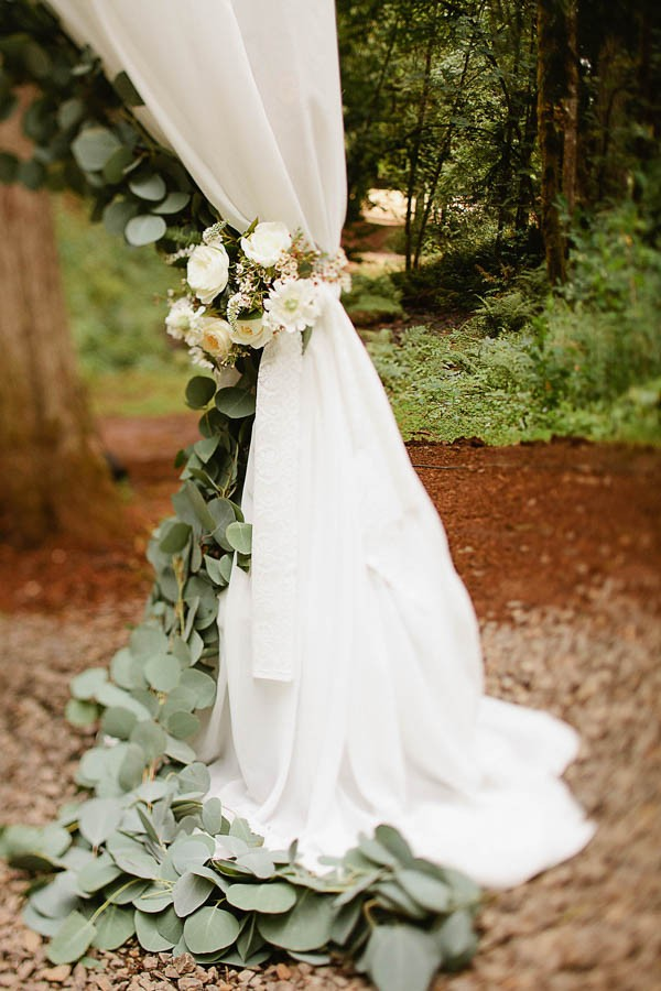 Earthy-Oregon-Wedding-at-Hornings-Hideout-Nakalan-McKay-3