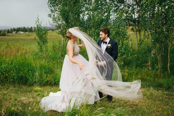 Glamorous-Colorado-Wedding-at-Strawberry-Creek-Ranch (2 of 32)