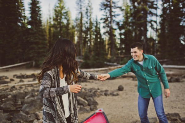 Mountain-Backdrop-Engagement-Photos-at-Sparks-Lake-Natalie-Puls-Photography-1