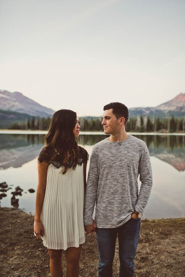 Mountain-Backdrop-Engagement-Photos-at-Sparks-Lake-Natalie-Puls-Photography-22