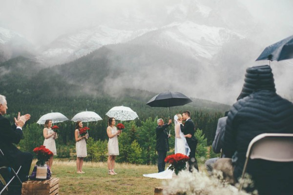 Rainy-Mountain-Wedding-in-Quarry-Lake-Park-Joelsview-Photography-11