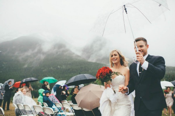 Rainy-Mountain-Wedding-in-Quarry-Lake-Park-Joelsview-Photography-12