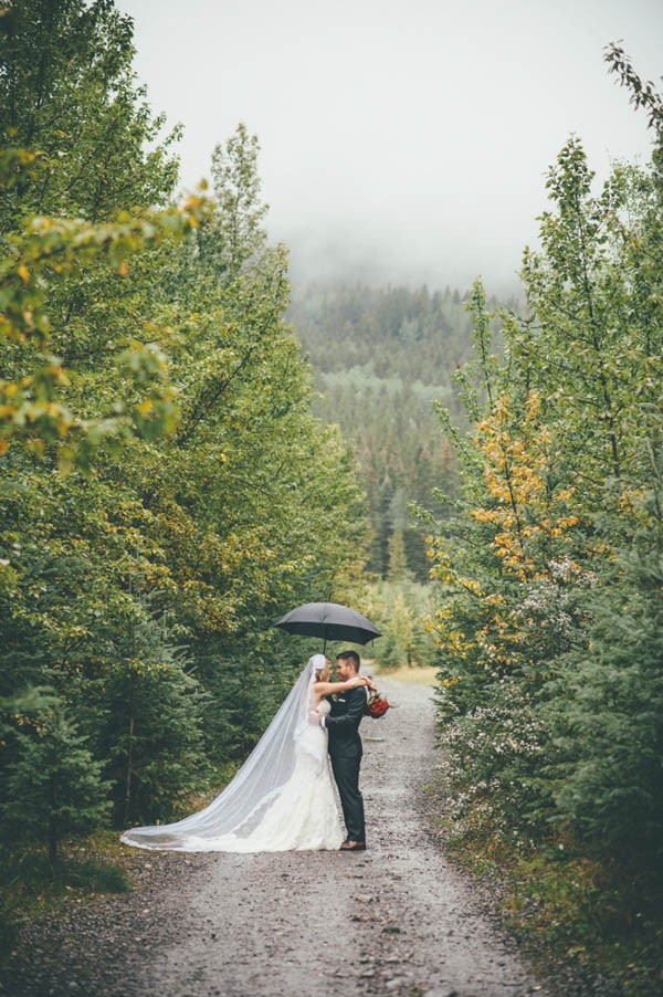 Rainy-Mountain-Wedding-in-Quarry-Lake-Park-Joelsview-Photography-16