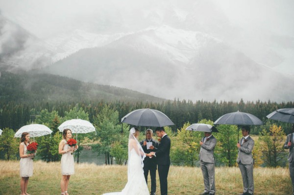 Rainy-Mountain-Wedding-in-Quarry-Lake-Park-Joelsview-Photography-6
