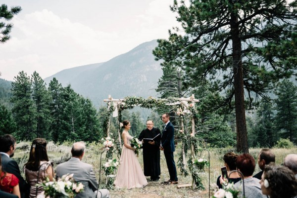 Romantic-Estes-Park-Wedding-at-Taharaa-Mountain-Lodge (11 of 27)