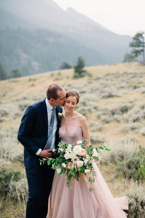 Romantic-Estes-Park-Wedding-at-Taharaa-Mountain-Lodge (15 of 27)