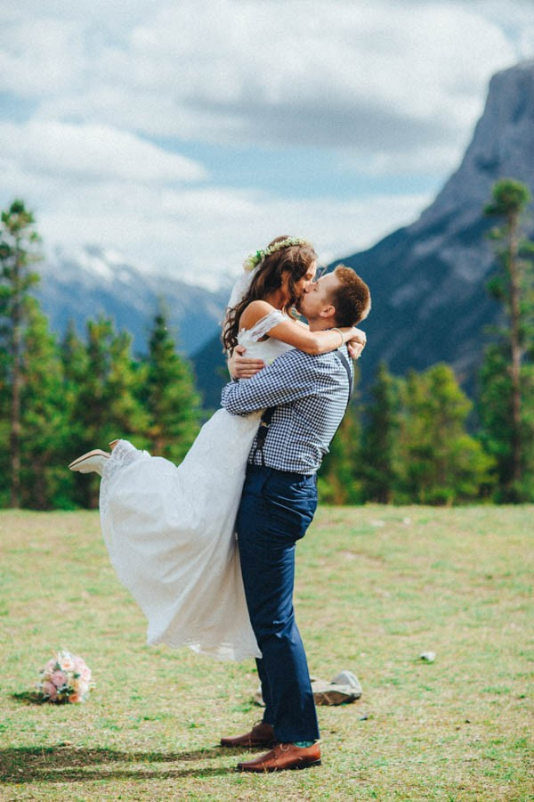 Stunning-Banff-Elopement-in-the-Tunnel-Mountain-Reservoir-Tricia-Victoria-Photography-10