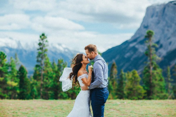 Stunning-Banff-Elopement-in-the-Tunnel-Mountain-Reservoir-Tricia-Victoria-Photography-11