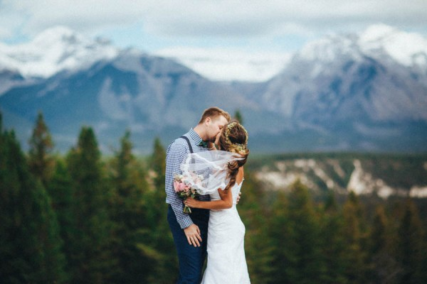Stunning-Banff-Elopement-in-the-Tunnel-Mountain-Reservoir-Tricia-Victoria-Photography-12