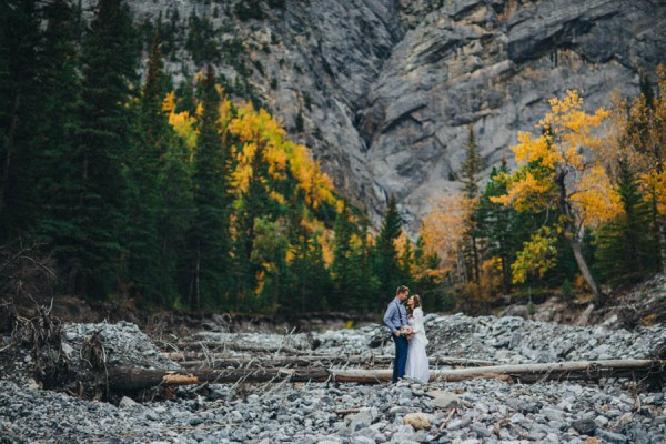 Stunning-Banff-Elopement-in-the-Tunnel-Mountain-Reservoir-Tricia-Victoria-Photography-13