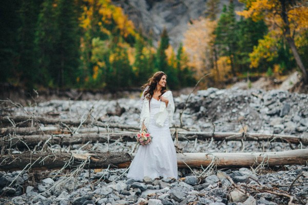 Stunning-Banff-Elopement-in-the-Tunnel-Mountain-Reservoir-Tricia-Victoria-Photography-15