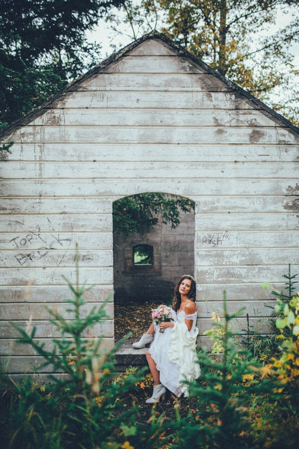 Stunning-Banff-Elopement-in-the-Tunnel-Mountain-Reservoir-Tricia-Victoria-Photography-19