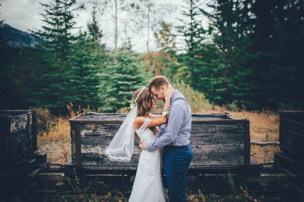 Stunning-Banff-Elopement-in-the-Tunnel-Mountain-Reservoir-Tricia-Victoria-Photography-23