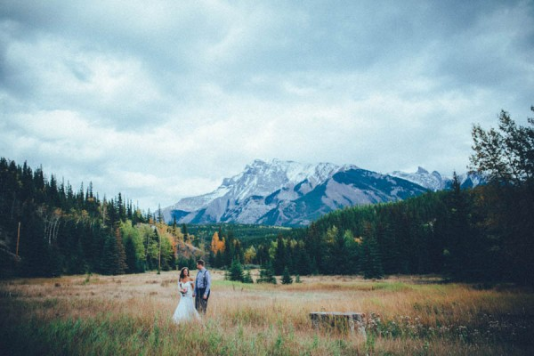 Stunning-Banff-Elopement-in-the-Tunnel-Mountain-Reservoir-Tricia-Victoria-Photography-25