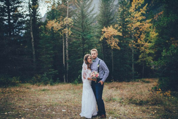 Stunning-Banff-Elopement-in-the-Tunnel-Mountain-Reservoir-Tricia-Victoria-Photography-27