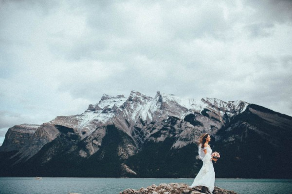 Stunning-Banff-Elopement-in-the-Tunnel-Mountain-Reservoir-Tricia-Victoria-Photography-35