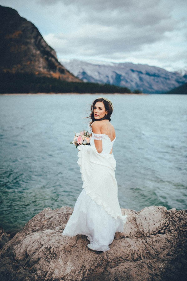 Stunning-Banff-Elopement-in-the-Tunnel-Mountain-Reservoir-Tricia-Victoria-Photography-38
