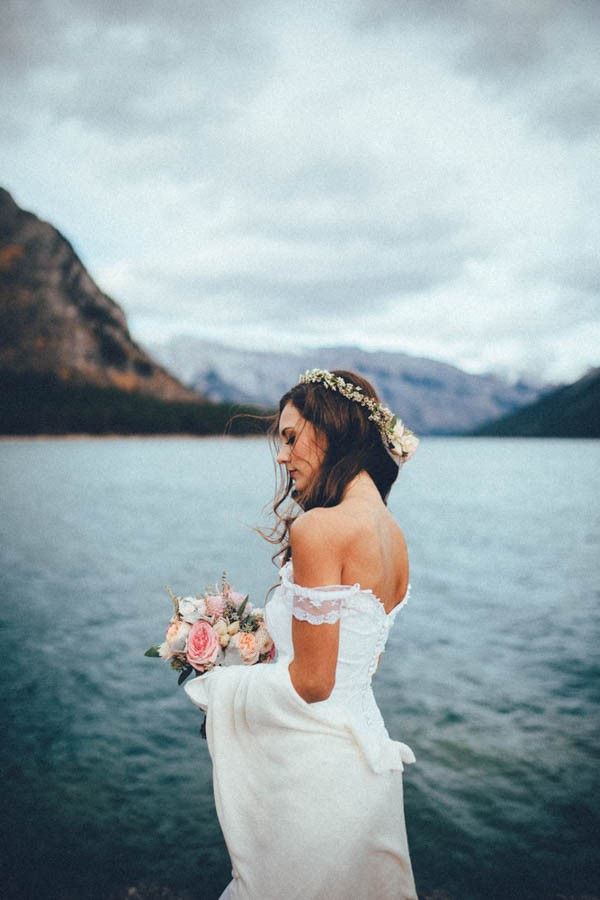 Stunning-Banff-Elopement-in-the-Tunnel-Mountain-Reservoir-Tricia-Victoria-Photography-39
