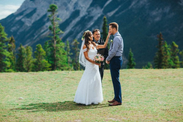 Stunning-Banff-Elopement-in-the-Tunnel-Mountain-Reservoir-Tricia-Victoria-Photography-4