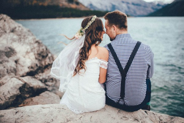 Stunning-Banff-Elopement-in-the-Tunnel-Mountain-Reservoir-Tricia-Victoria-Photography-40