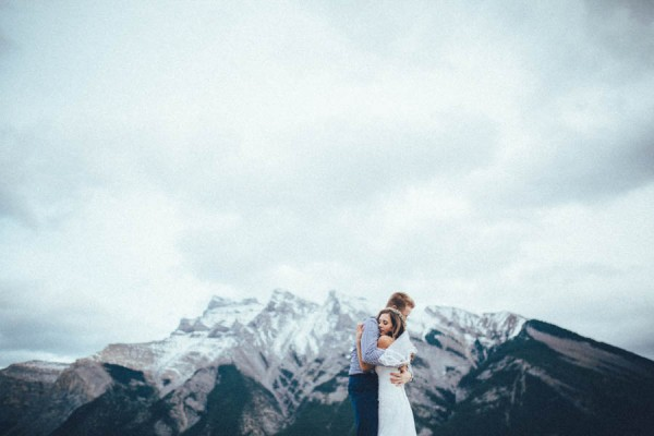 Stunning-Banff-Elopement-in-the-Tunnel-Mountain-Reservoir-Tricia-Victoria-Photography-42