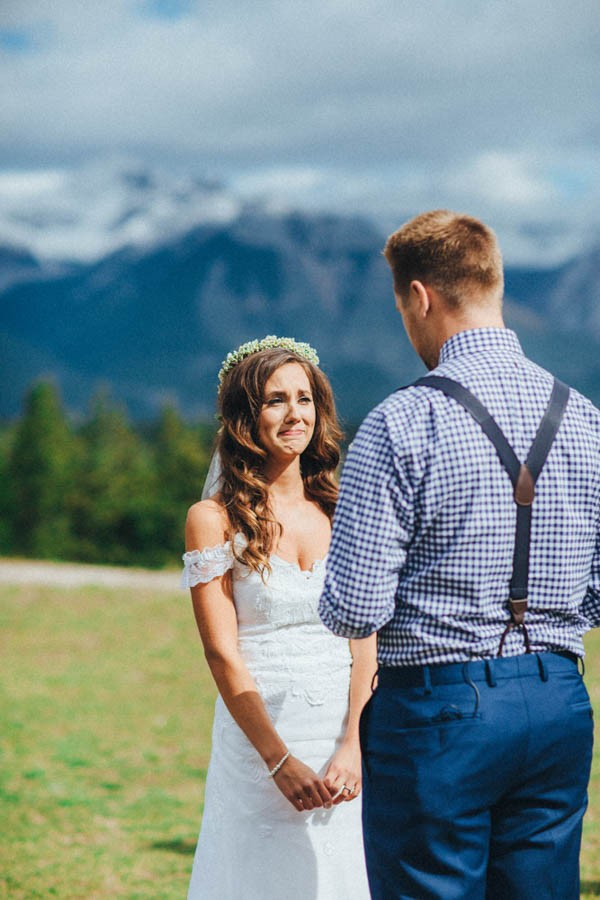 Stunning-Banff-Elopement-in-the-Tunnel-Mountain-Reservoir-Tricia-Victoria-Photography-7