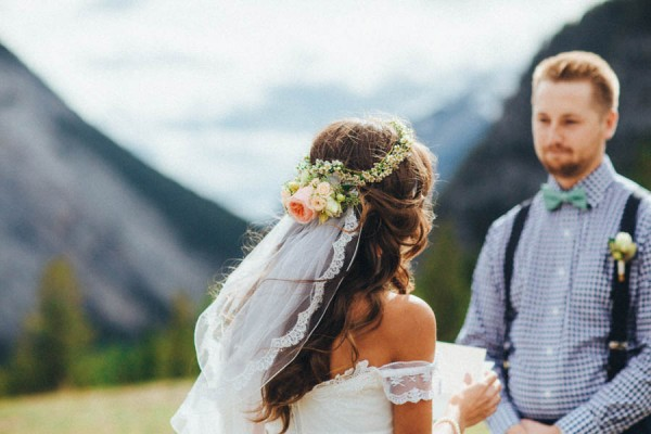 Stunning-Banff-Elopement-in-the-Tunnel-Mountain-Reservoir-Tricia-Victoria-Photography-9