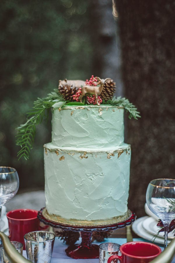 Vibrant-and-Earthy-Forest-Wedding-Inspiration-in-the-Palomar-Mountains-Color-and-Cake-Photography-16